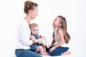 photographe professionnel pour des photos de famille lors d'une séance portrait à collonges (01) près des Pays de Gex, Genève et de Haute savoie non loin de Genève en Suisse