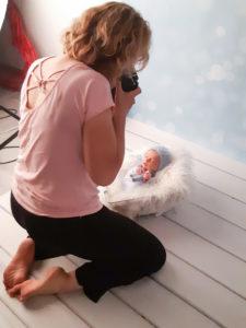 photos backstage de vote photographe lors d'une séance photo naissance dans son studio près de Genève et de la Suisse