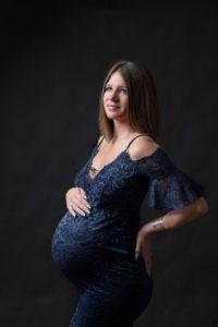 ou faire une séance grossesse un photographe pour des photos de femme enceinte à collonges (01) près des Pays de Gex et de Haute savoie, non loin de genève en Suisse