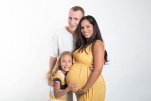 ou faire une séance grossesse un photographe pour des photos en famille à collonges (01) près des Pays de Gex et de Haute savoie, non loin de genève en Suisse