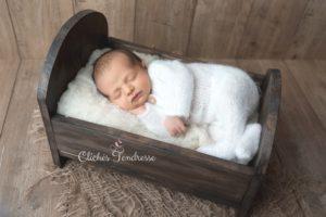 ou faire une séance naissance un photographe pour des photos de nouveau-né à collonges (01) près des Pays de Gex et de Haute savoie, non loin de genève en Suisse
