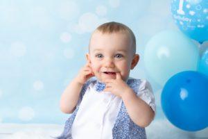 ou faire une séance smash the cake un photographe pour des photos pour le 1er anniversaire de bébé dans un bain à collonges (01) près des Pays de Gex et de Haute savoie