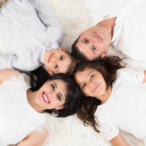studio photos pour portrait de famille à collonges (01) près des Pays de Gex et de Haute-savoie et non loin de Genève en suisse