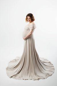studio pour des photos de femme enceinte lors d'une séance grossesse à collonges (01) près des Pays de Gex et de Haute-savoie et non loin de Genève en suisse