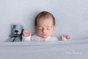 studio photos de nouveau-né à la naissance de bébé au studio de collonges (01) dans le Pays de Gex, non loin de Genève en suisse, et de la Haute-Savoie