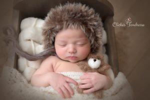 studio photos pour portrait de nouveau-né à la naissance de bébé au studio de collonges (01) près des Pays de Gex et de Haute-savoie et non loin de Genève en suisse