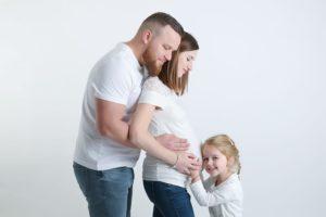 ou trouver un photographe pour des photos grossesse en famille avec les aînés à collonges (01) près des Pays de Gex et de Haute savoie et de Genève en Suisse